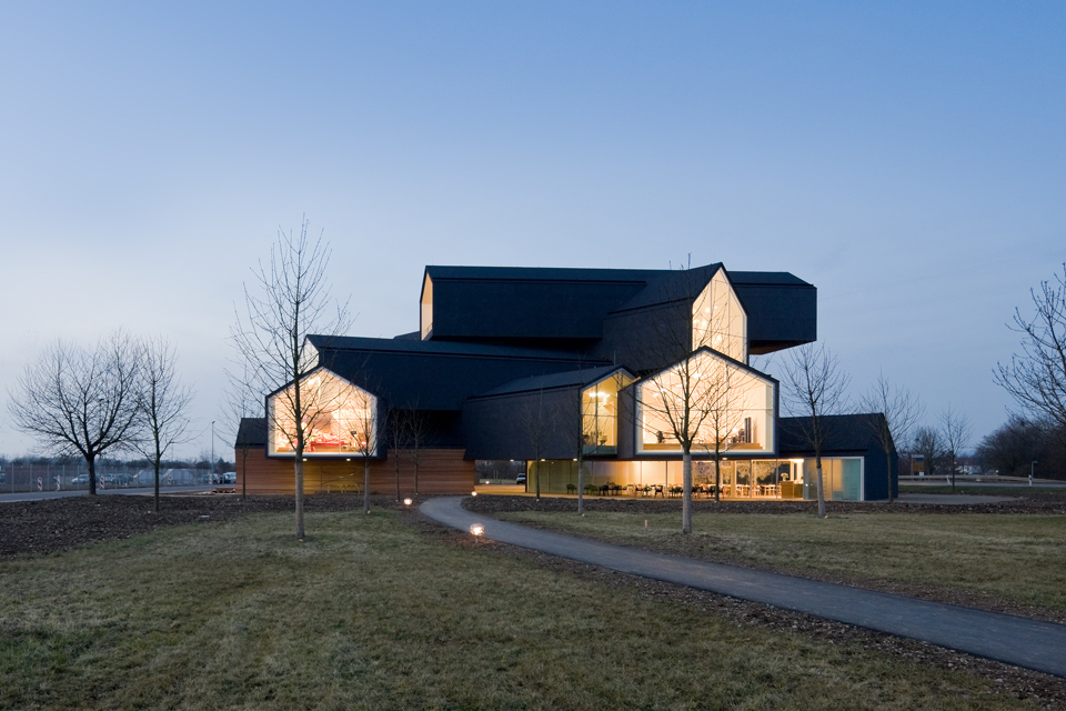 vitra vitrahaus 2009 retail graphic thought facility. Black Bedroom Furniture Sets. Home Design Ideas